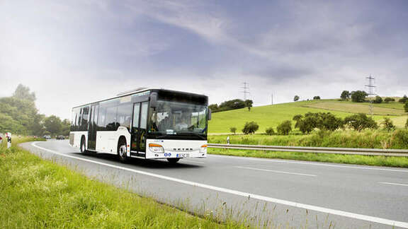 Bus in einer Landschaft