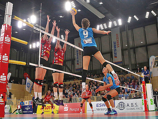 The volleyball-ladies of VC Wiesbaden in action